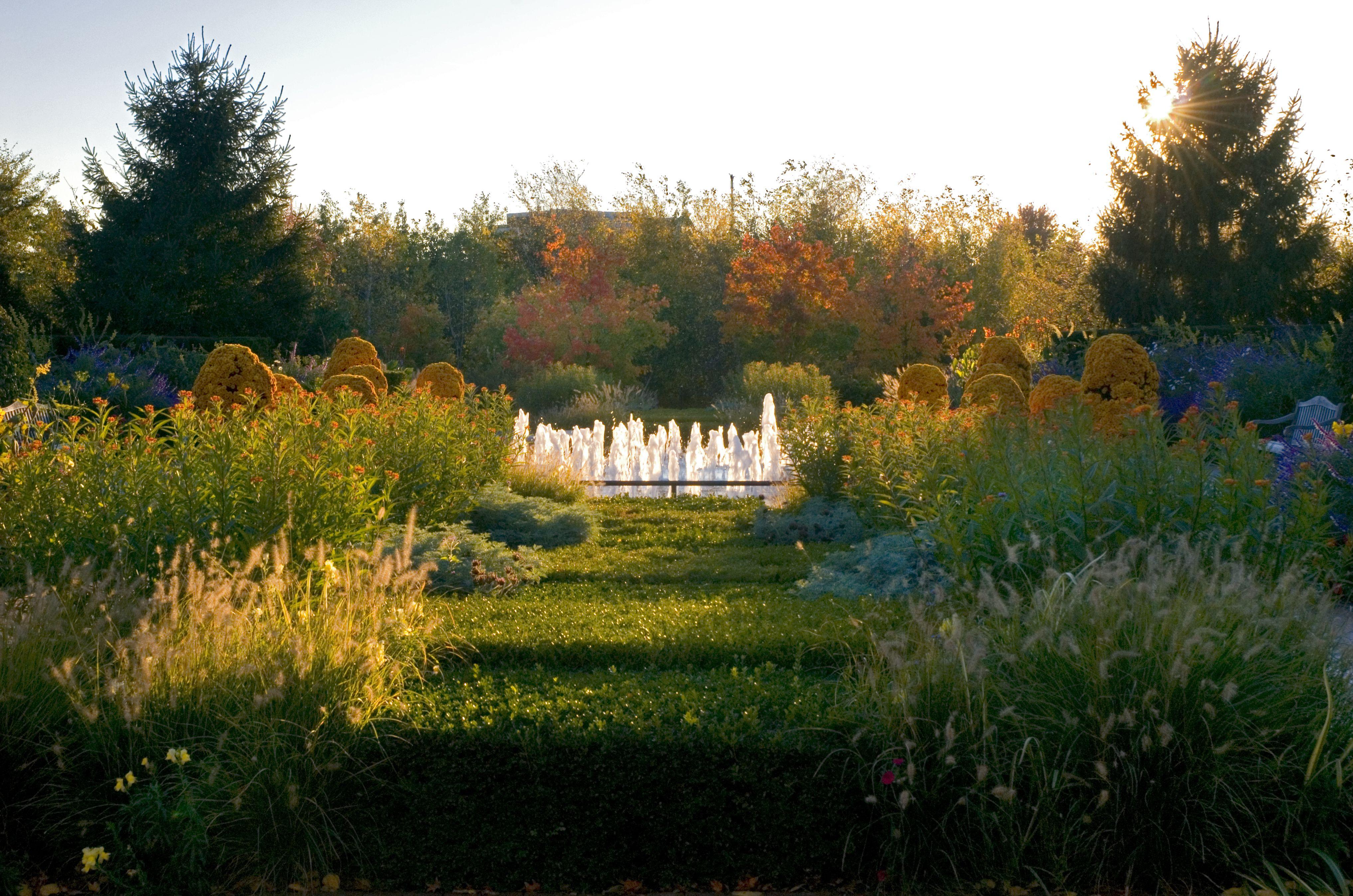 Fall In Chicago Botanic Garden S Circle Garden 400 x 300