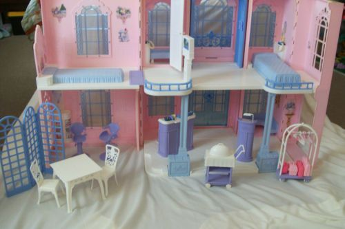 Barbie Grand Hotel With All Original Furniture Lots Of Extra