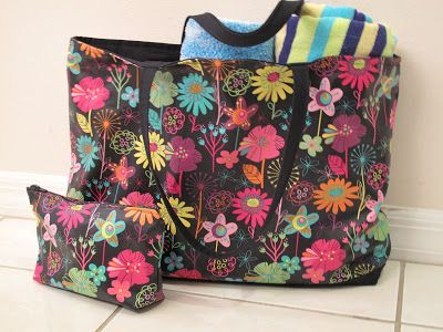 A Girl In Paradise: Working with Oil Cloth - Cosmetic Bag and Tote
