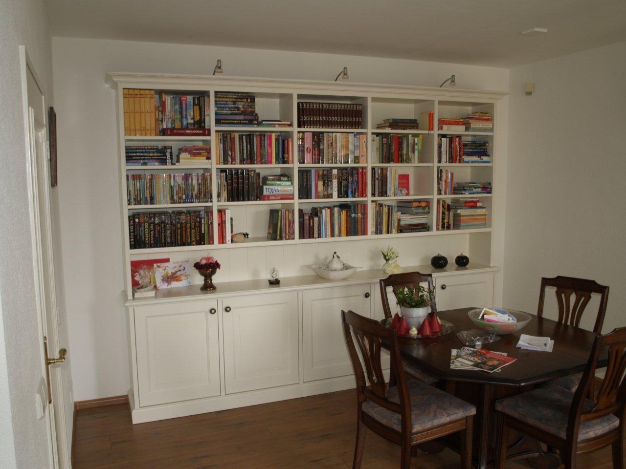 VRI interieur exclusieve boekenkast op maat in het wit te Langbroek ...