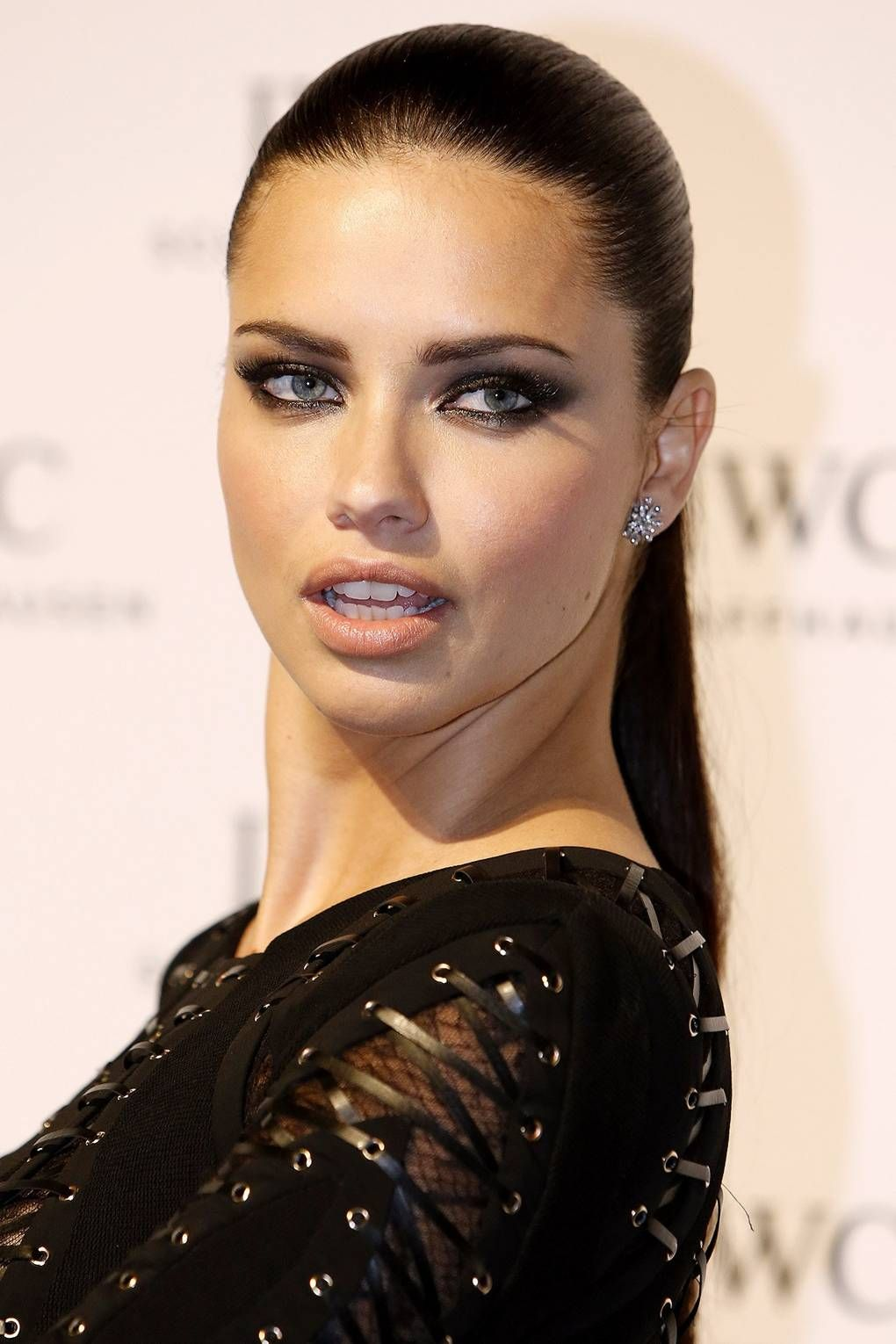How to pull off an epic smoky eye like the Alisters (just