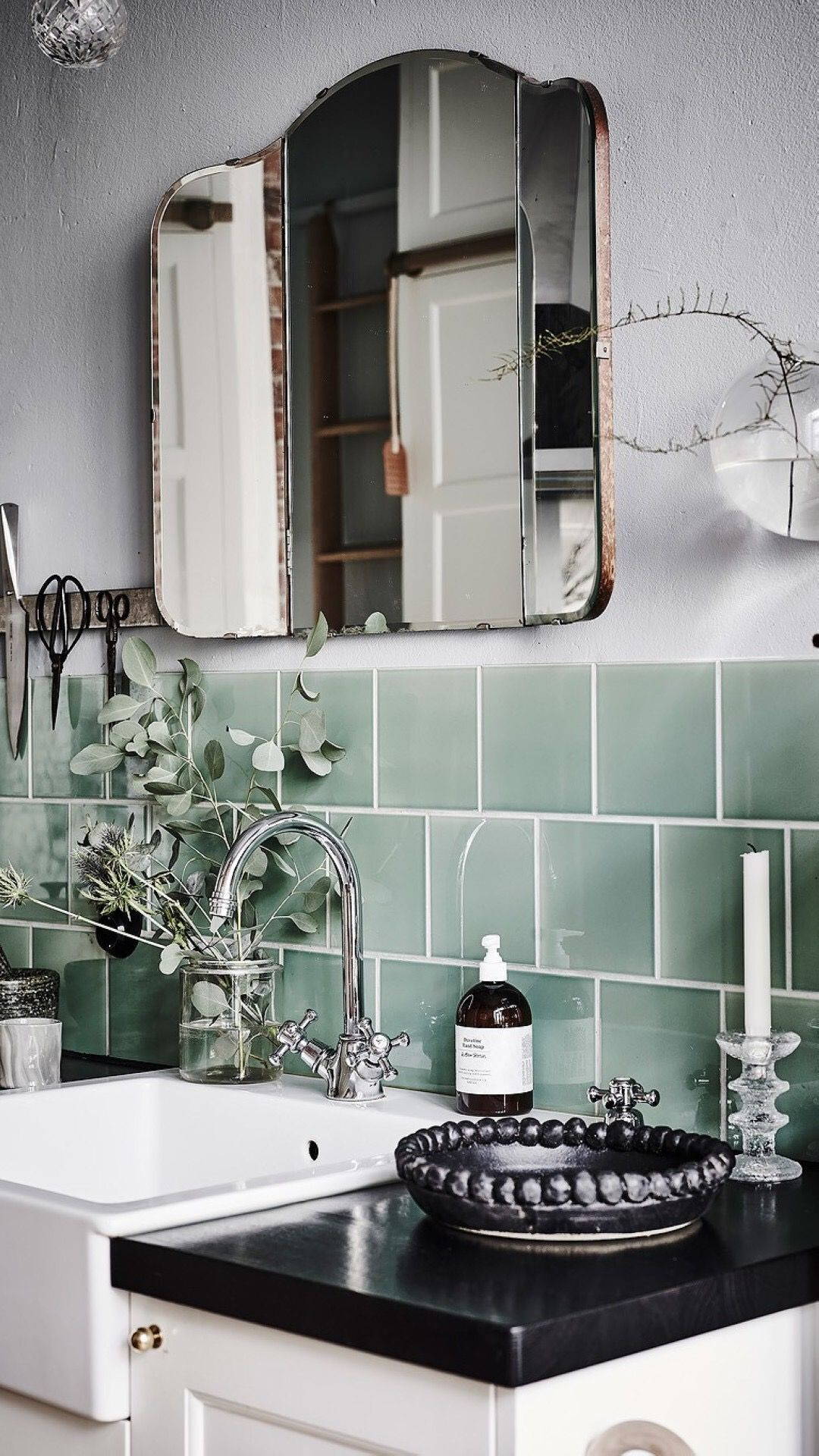 Pin Von Lea Bo Interior Design Hom Auf Bathroom Zeitlose Kuche Vintage Badezimmer Fliesenverkleidung