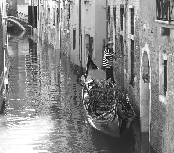 Photo of Photograph-Gondolier in Venice, Italy-7″x5″ Photo Print made in the USA