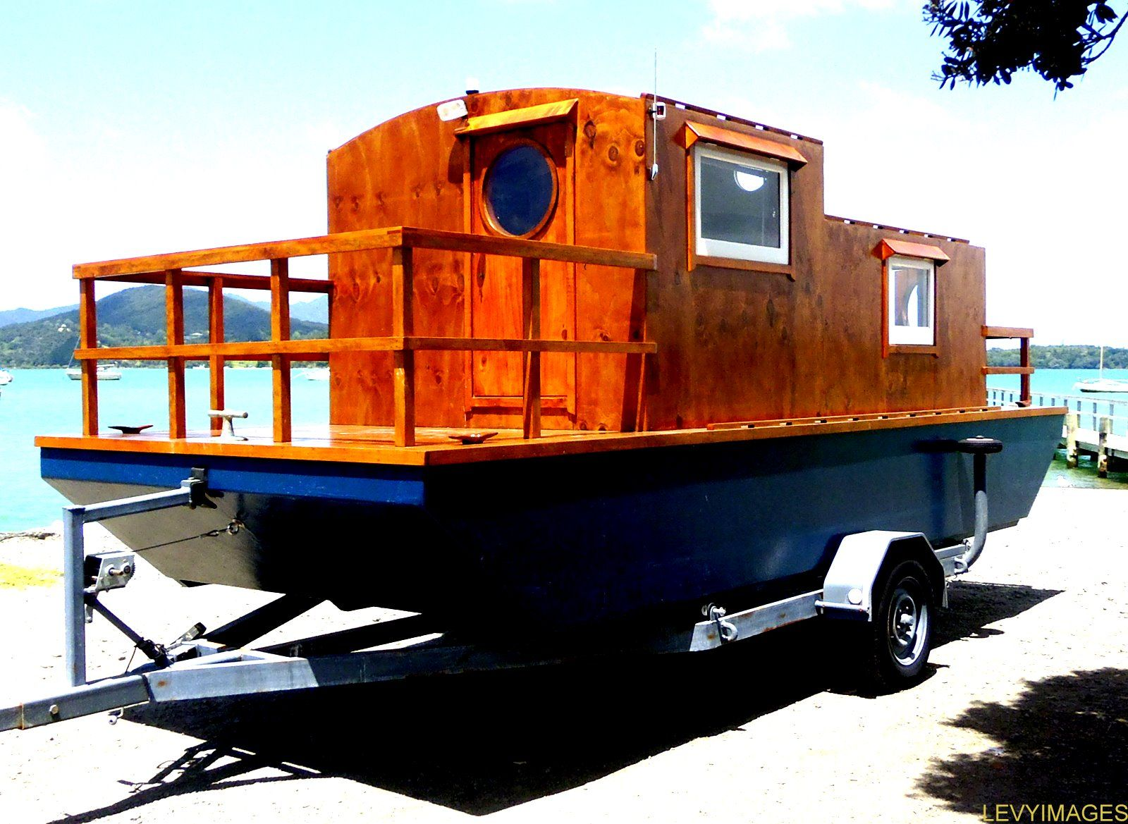 Small Houseboats | The Flying Tortoise: Tiny Houseboat On Wheels.