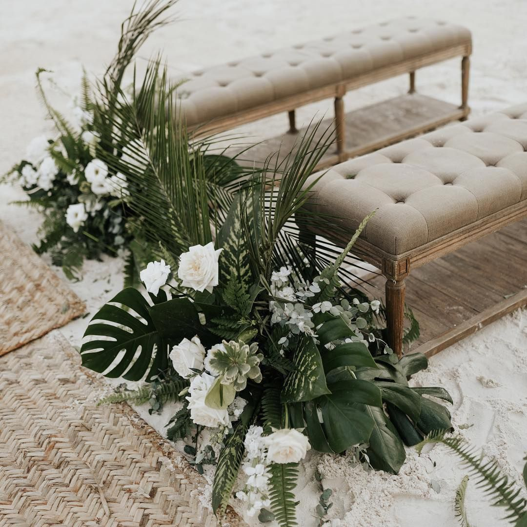 """Diana Romo Weddings & Events on Instagram: """"I'm loving this chic tropical garden vibe! 🍃🌴✨ 🙌🏼 such a fabulous mix of textures... .  Floral design by the one and only🍃 @marialimon_…""""  #chic #design #Diana #Events #fabulous #Floral #garden #Instagram #loving #marialimon #mix #Romo #textures #Tropical #Vibe #weddings"""