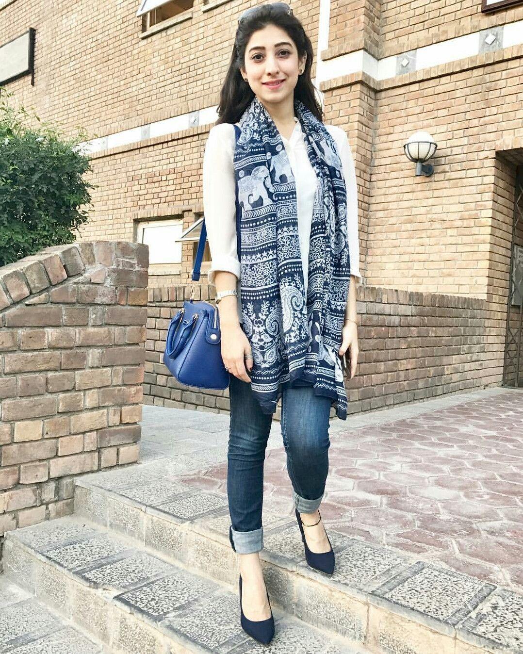 Pakistani sexy actress Mariyam Nafees
