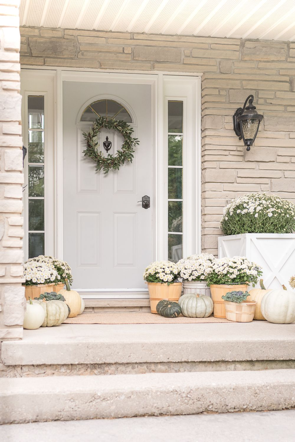 Welcome guests to your home this autumn with these simple and inexpensive front porch decorating ideas for fall.