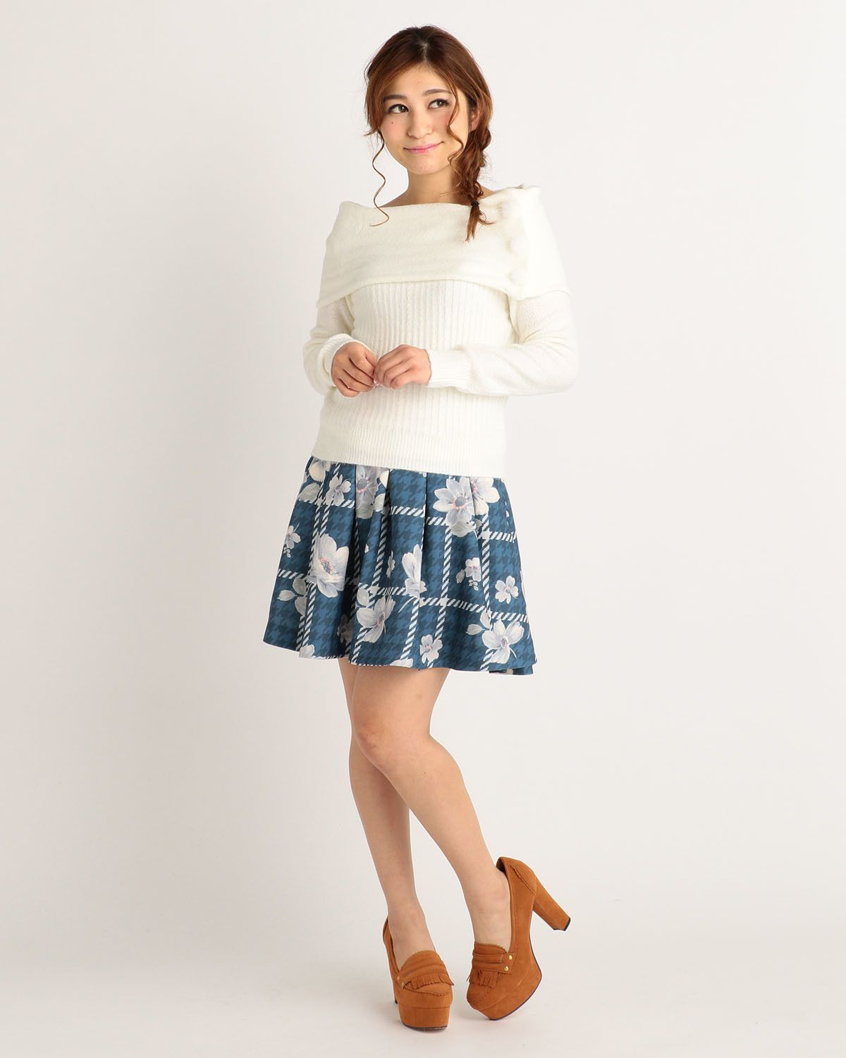 bbe9ead3c6a70 From the beloved Japanese fashion brand LIZ LISA comes a gorgeous knit  sweater that you can