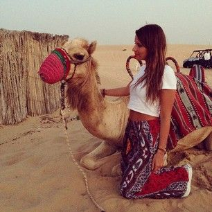 Instagram photo by veronicaferraro - Say hello to my new friend! We wore almost the same outfit for the desert safari #halaabudhabi #visitAbuDhabi #InAbuDhabi