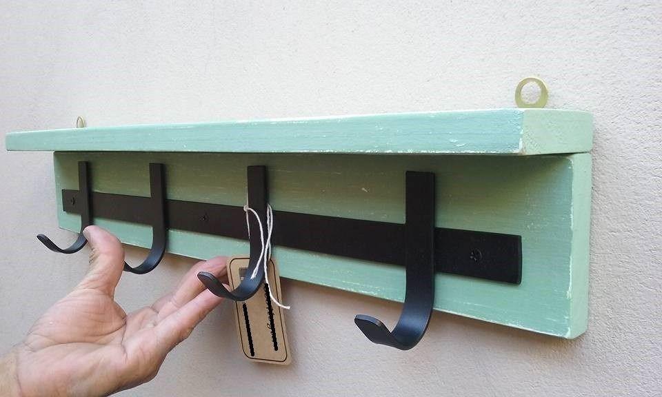 Perchero de 3 perchas con repisa vintage herrajes for Perchas para colgar llaves