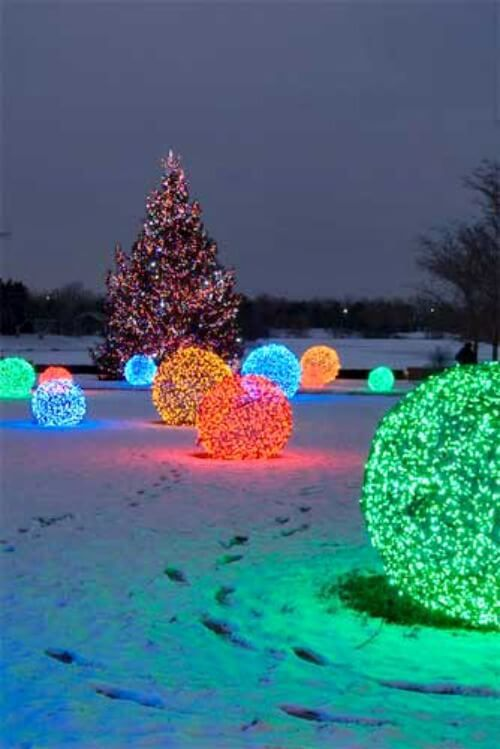 Christmas decor ideas diy lighted balls from chicken wire