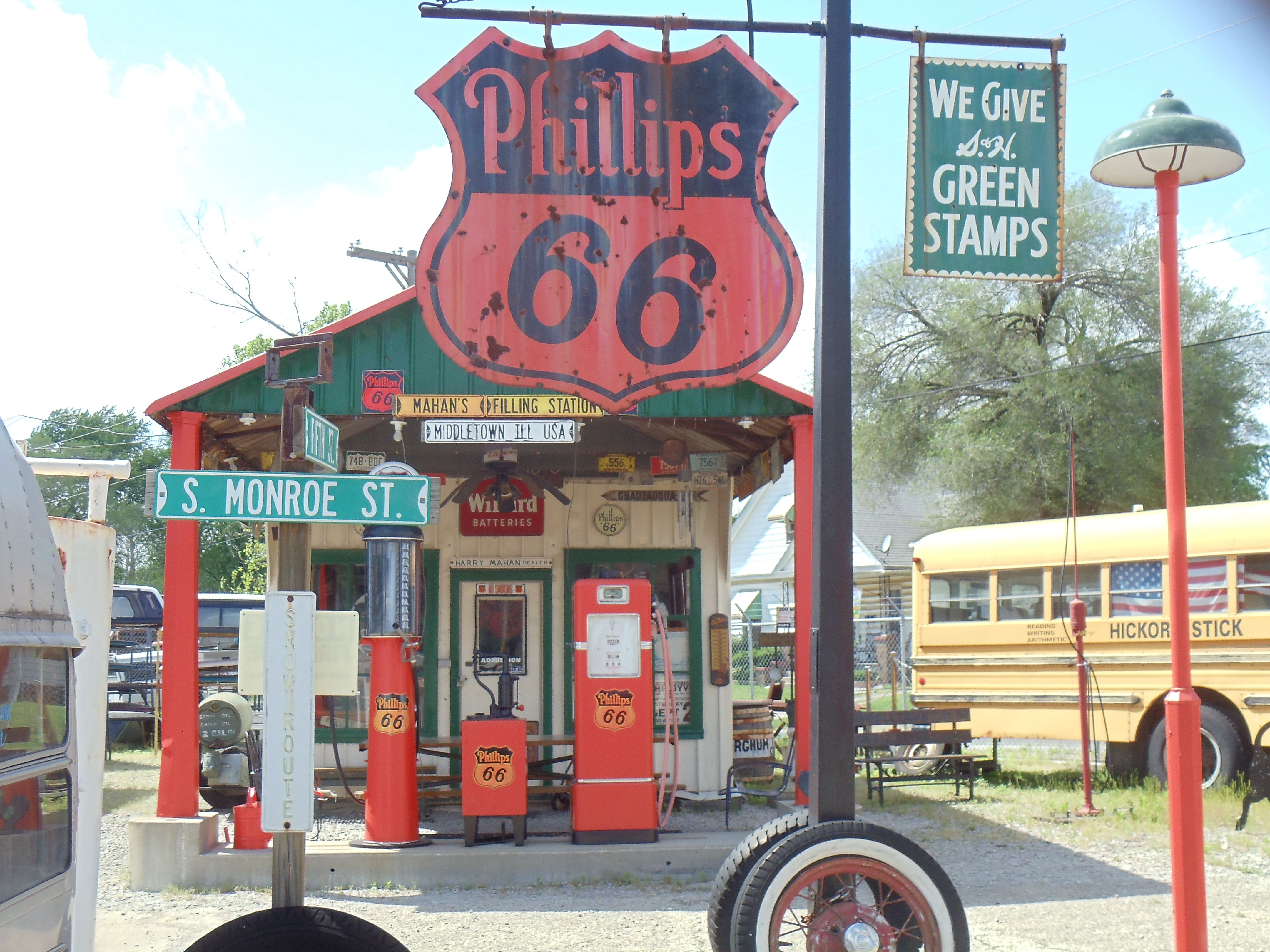 vintage gas station along #route66 - springfield, il | springfield