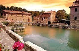 bagno vignoni celebre dallantichit per la sua piscina termale che sorge al centro
