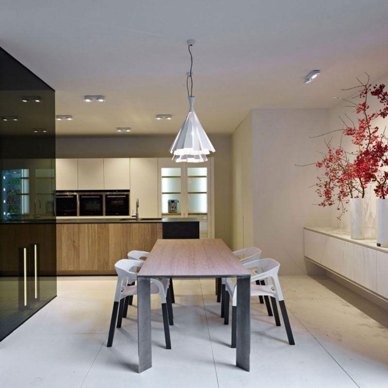 Eettafel met unieke hanglampen | Verlichting plaatsen | Pinterest