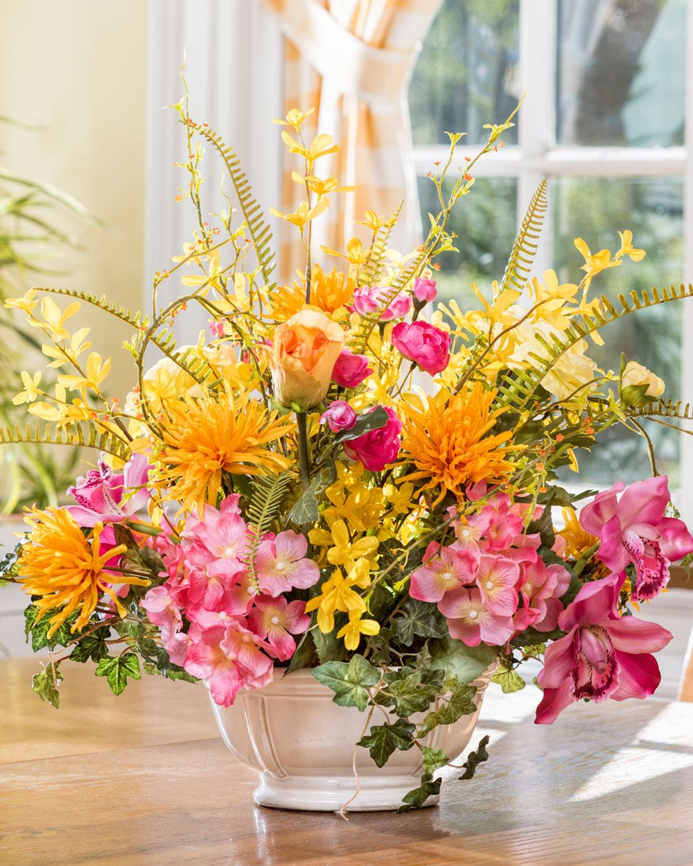 Enhance Your Dining Experience With A Centerpiece Design
