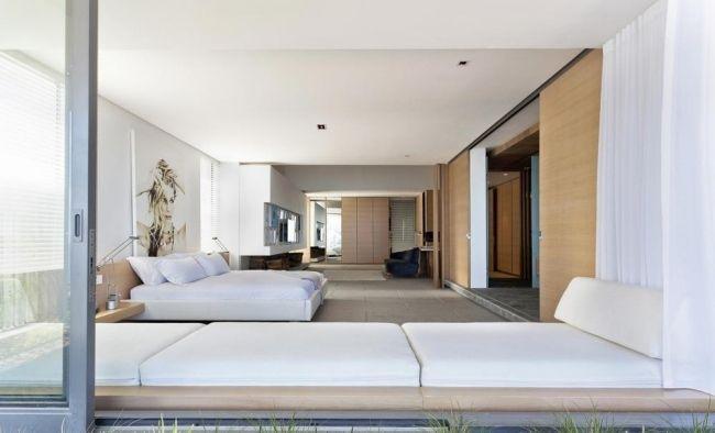 wohnideen für schlafzimmer klassisch weiß schiebetür sitzbank ...