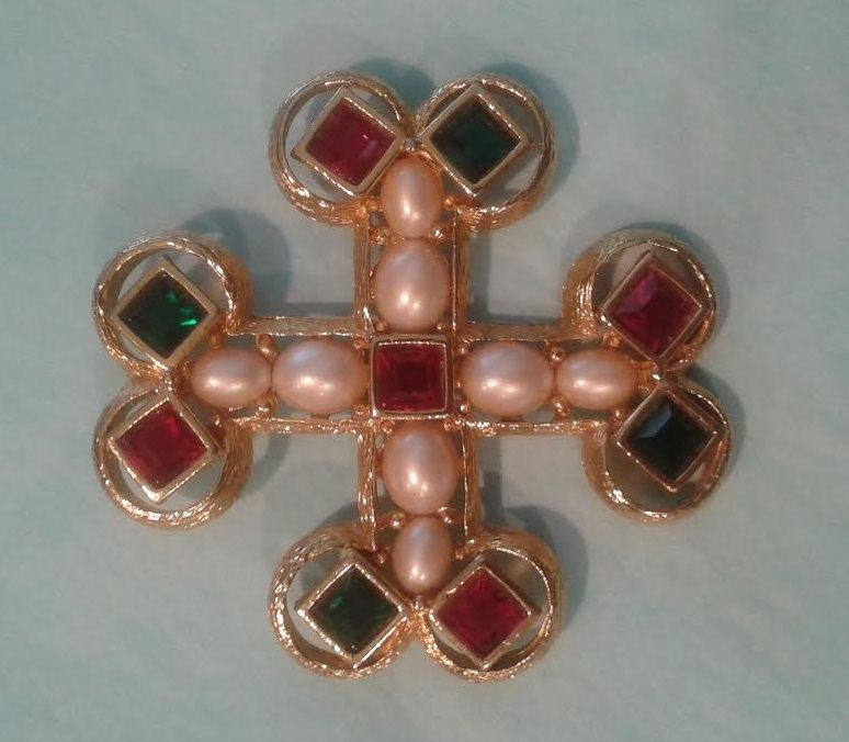 Vintage Joan Rivers Brooch. Gold tone Red and Green Rhinestones, Faux Pearls.