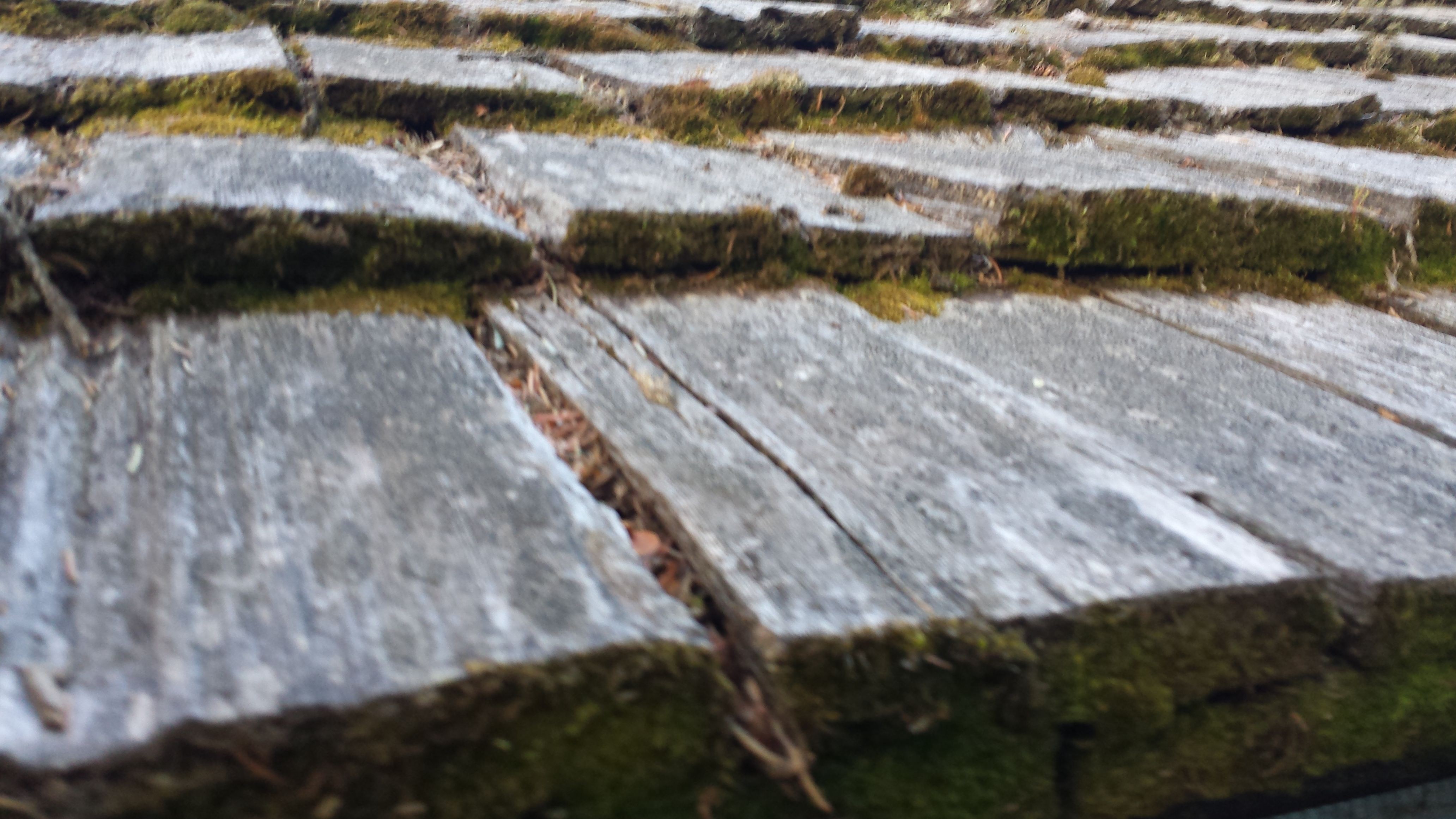 Best Aging Wood Shingle Roof Needs To Be Replaced Aging Wood 400 x 300