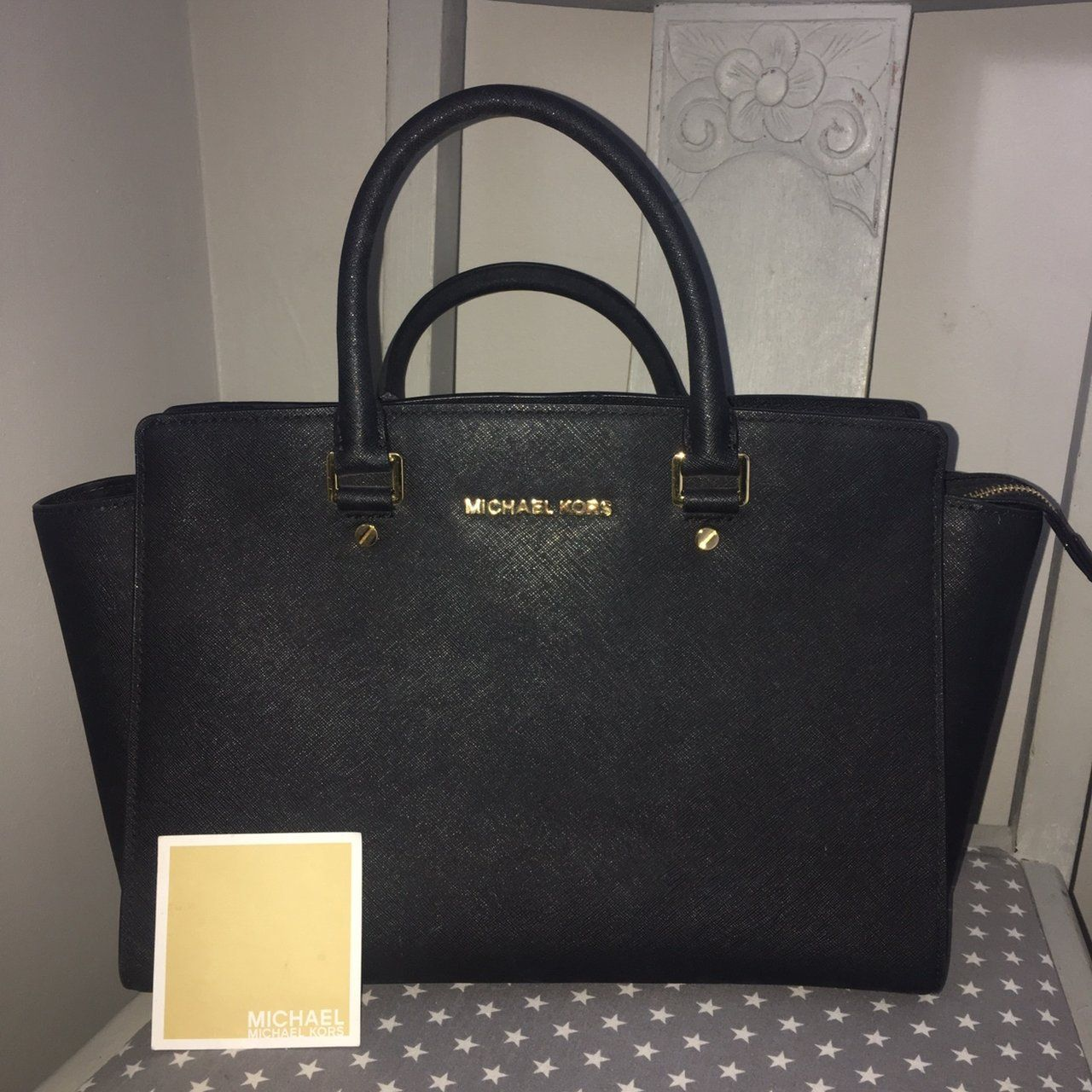 d691fcd7aafc MICHAEL KORS Selma handbag, genuine, saffiano leather. Comes - Depop