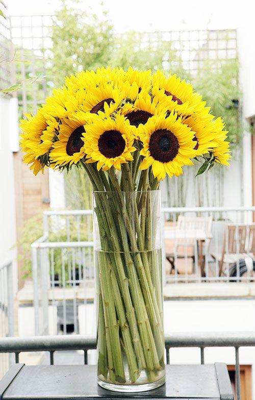 15 Easy Diy Flower Arrangements For Home In Spring Time Sunflower Arrangements Sunflower Centerpieces Sunflower Vase
