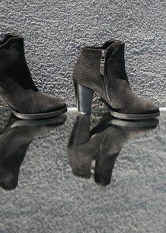 Boots à boucle en croûte de cuir - Chaussures pour Femme   MANGO