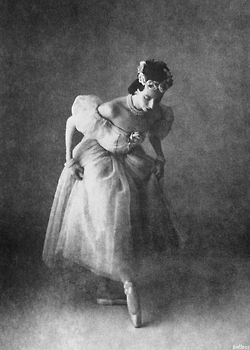 bellecs:    Ballet Dancer, Alicia Markova for Vogue Magazine. Photographed by Irving Penn, 1950s.