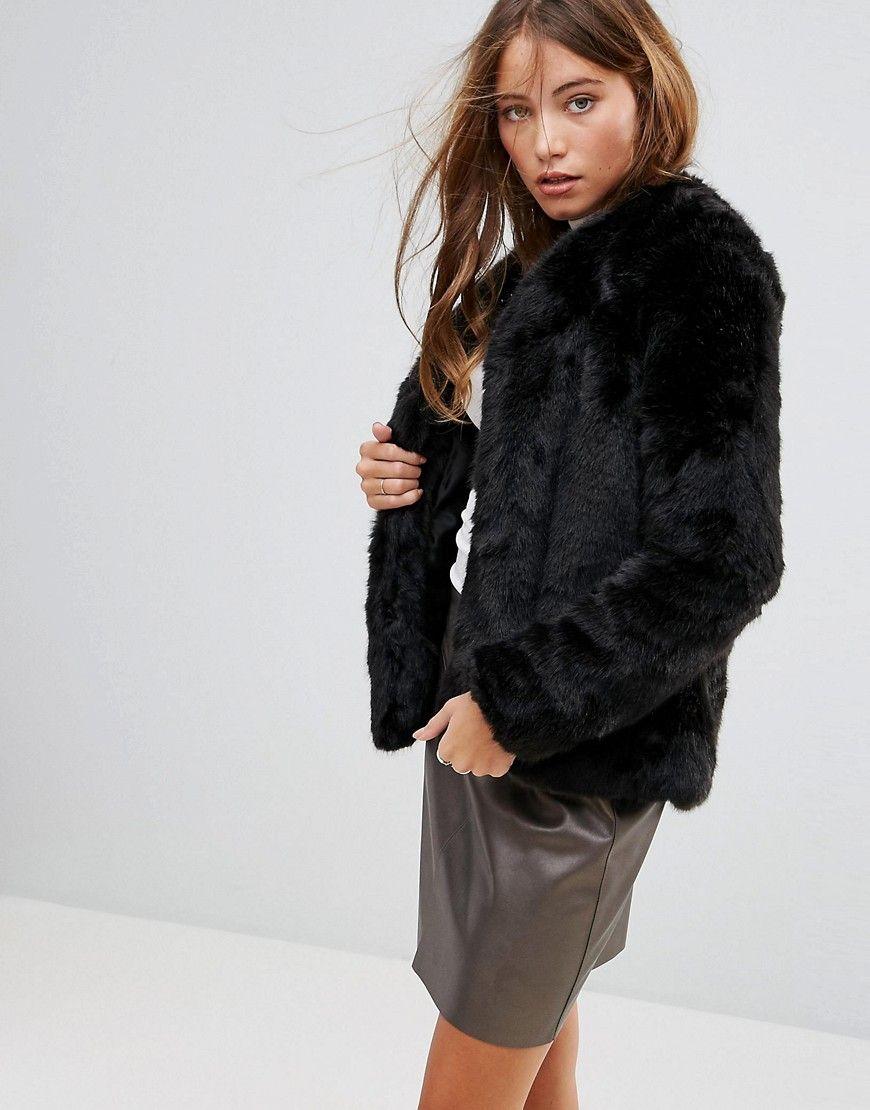 2060b2a8136 ¡Consigue este tipo de chaqueta de cuero de Pimkie ahora! Haz clic para ver