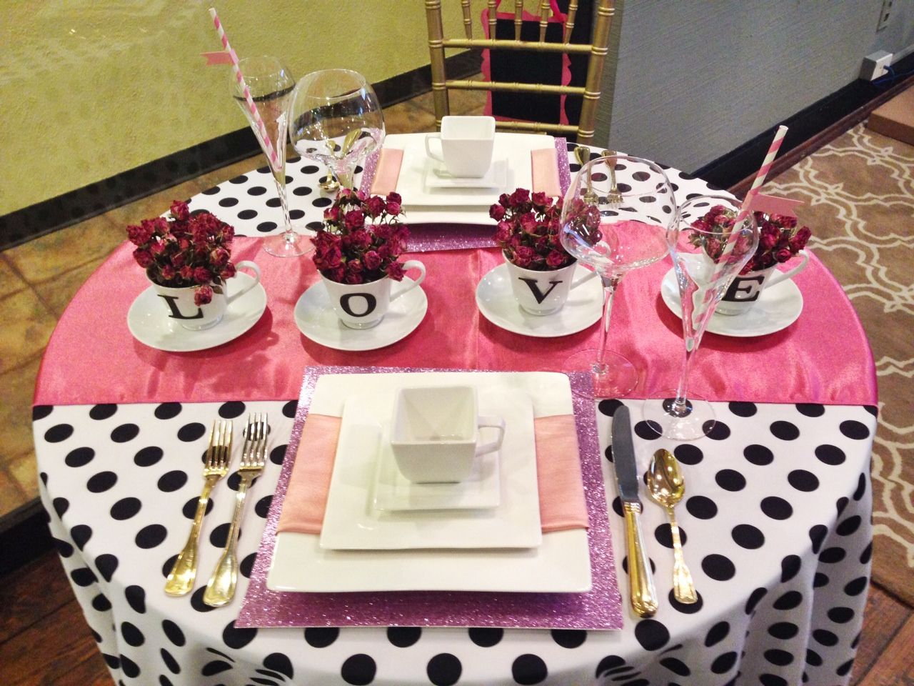 valentine 39 s day table inspiration pink gold black white polka dot creative centerpieces in. Black Bedroom Furniture Sets. Home Design Ideas