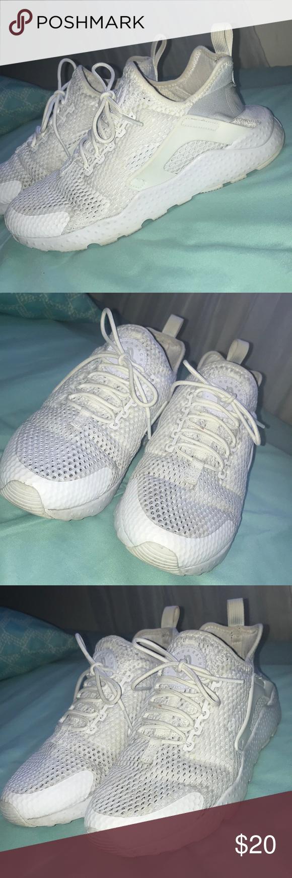 white Nike Huarache run size 7.5 women