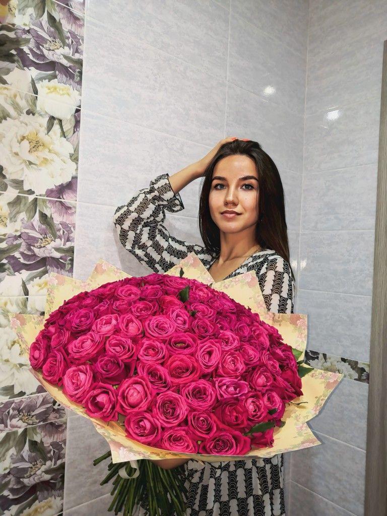 101 роза, розовые розы, букет с розами, букет из роз, девушка с розами