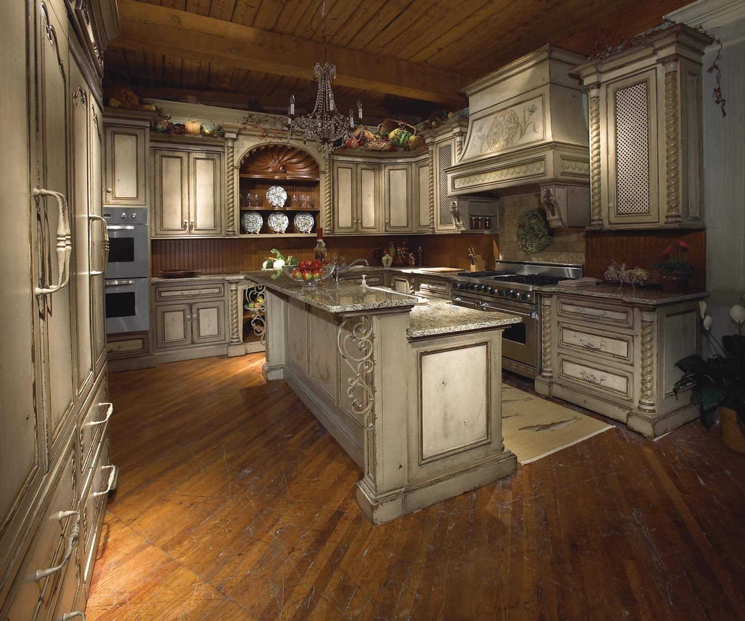 Tuscan Style Kitchen Cabinets: Tuscany Kitchen Features Stainless Steel Viking Appliances