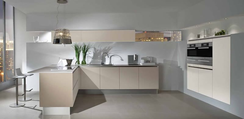 modern kitchen with chic lamp extractor fan cocina moderna con campana extractora tipo lmpara
