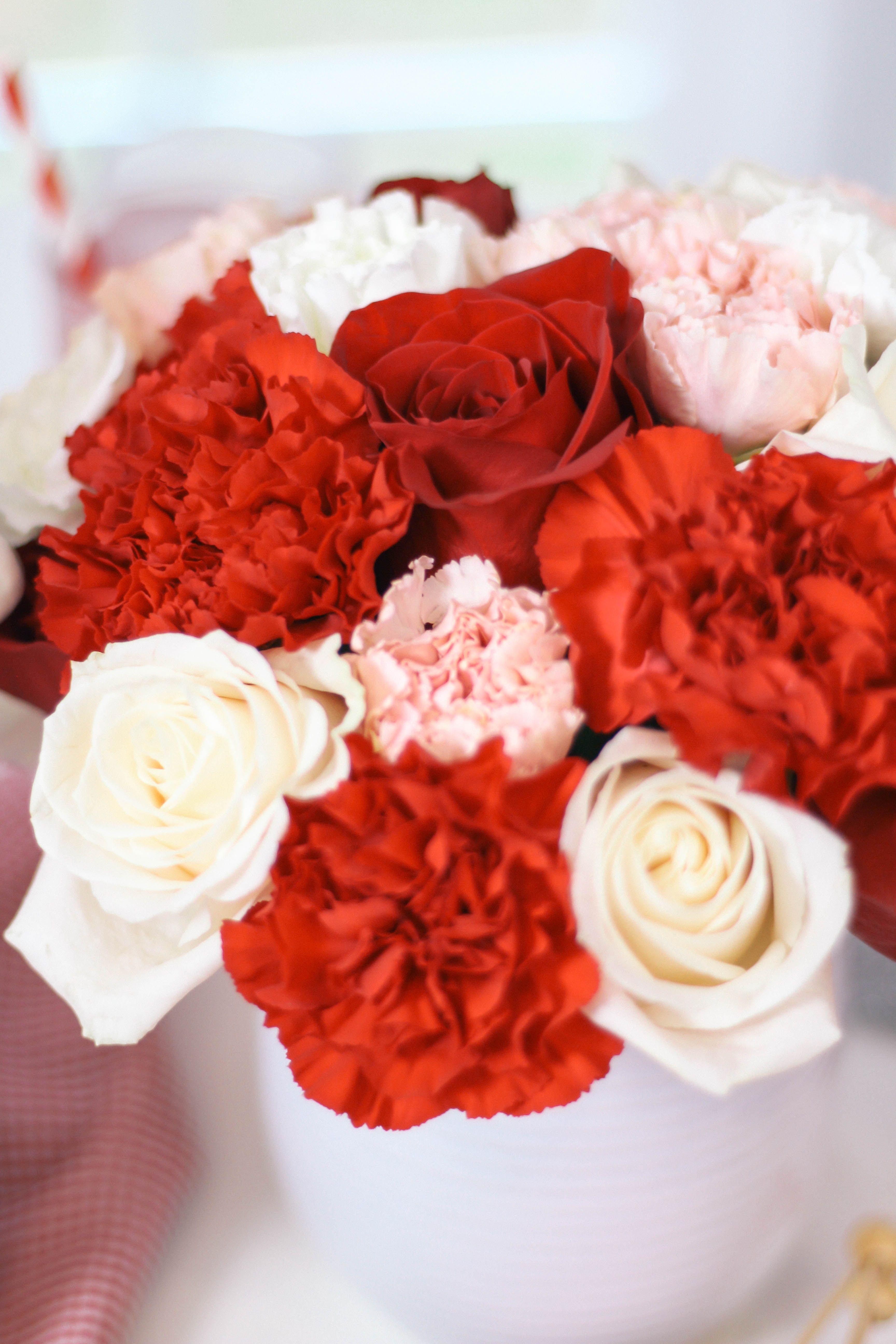 Red White Pink Rose Carnation Flower Bouquet Arrangement For Valentine S Day Centerpiece Valentinesday Valentines Carnation Flower Bouquet Arrangements