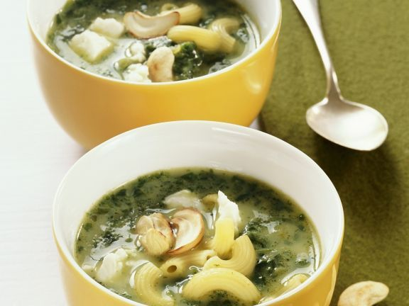 Nudel-Spinat-Suppe mit Cashewkernen ist ein Rezept mit frischen Zutaten aus der Kategorie Blattgemüse. Probieren Sie dieses und weitere Rezepte von EAT SMARTER!