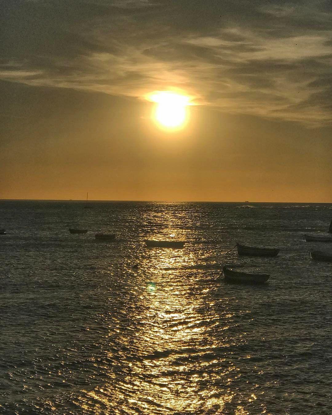 Bonito Vivir Cerca Del Mar Y Contemplar Cientos De Atardeceres Dónde Has Visto Un Sunset Inolvidable Cadizm Instagram Instagram Pictures Instagram Posts