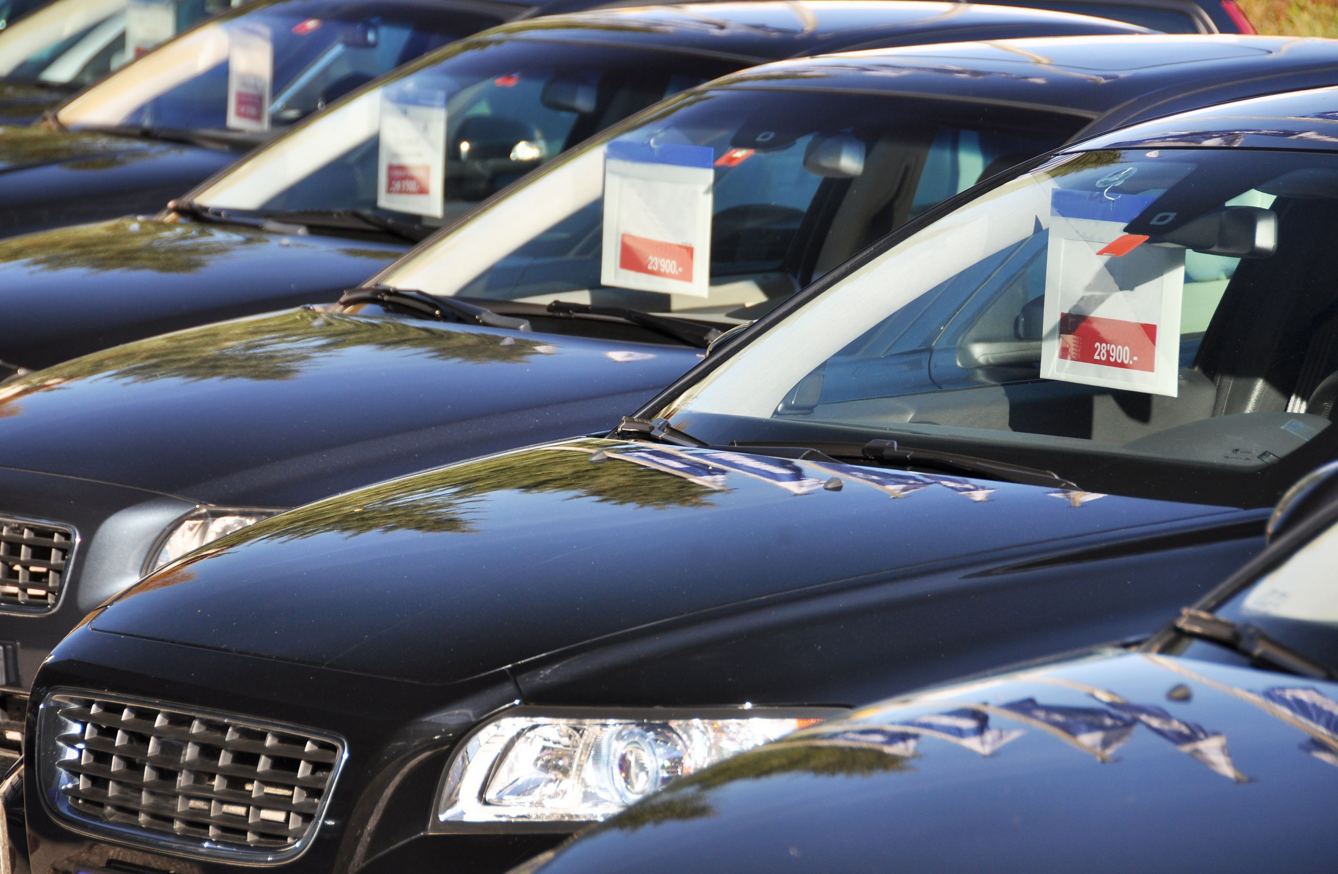 Are you waiting to well maintained used cars below the age of 2