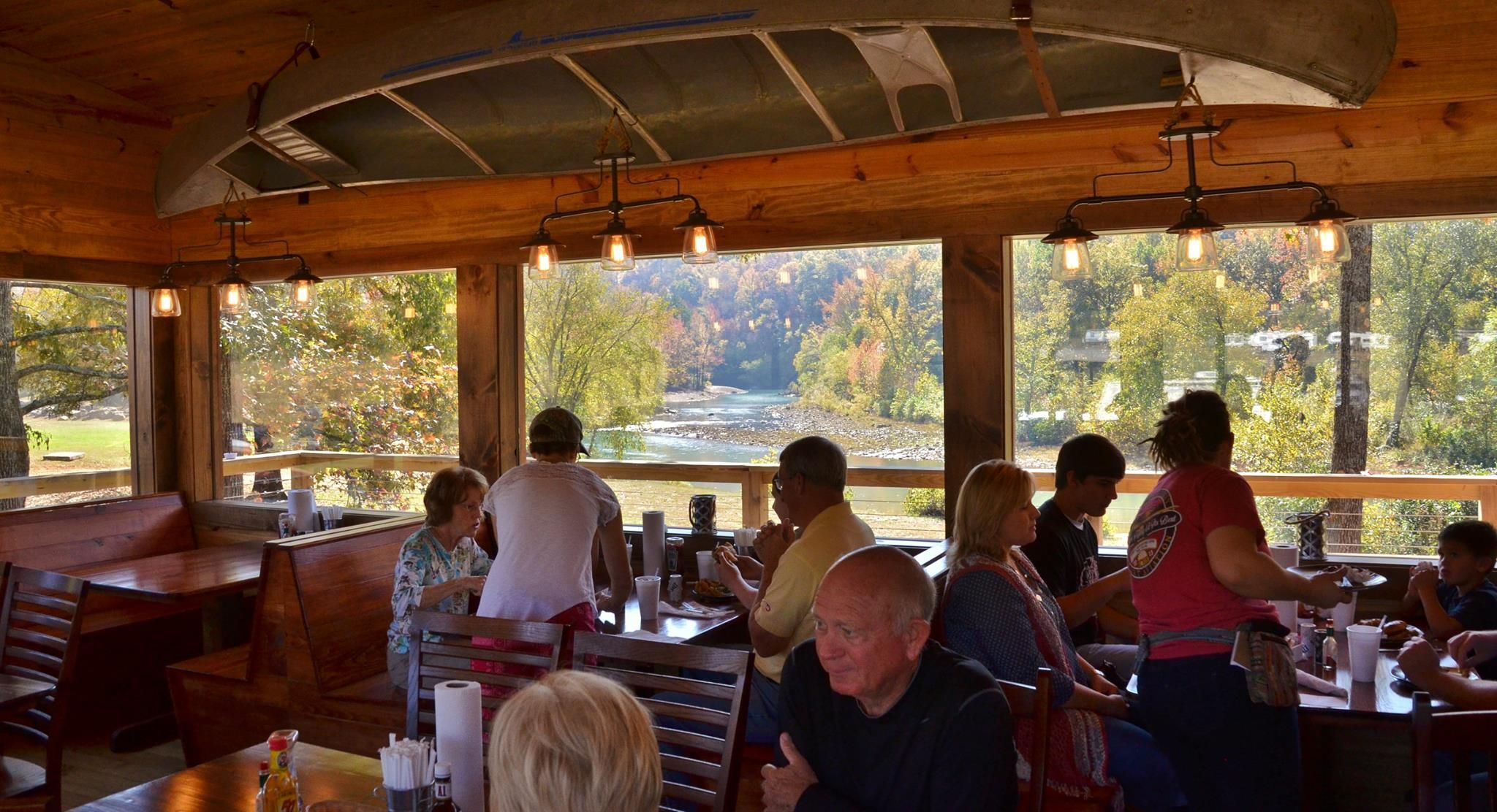 8 Arkansas Restaurants Right On The River That You're