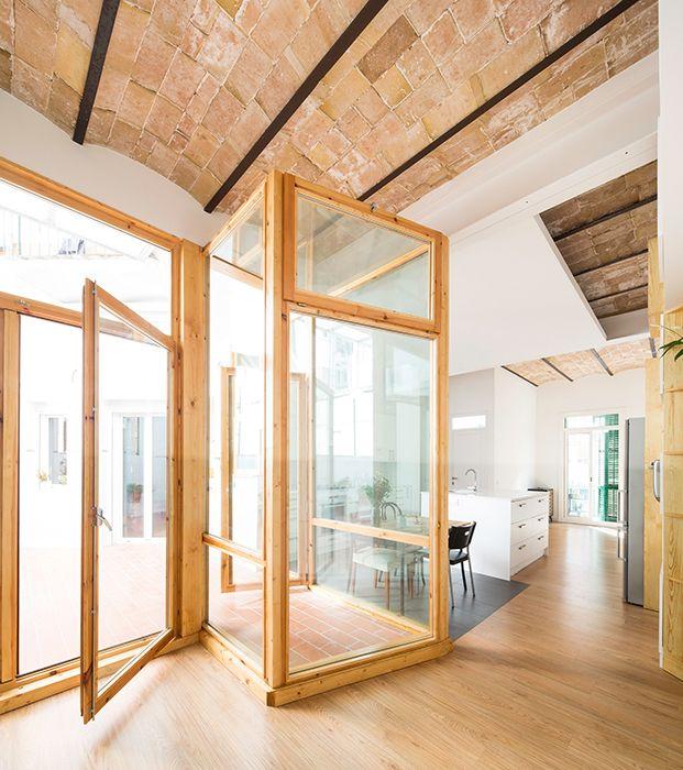 Cavaa arquitectes recupera el uso de los patios interiores