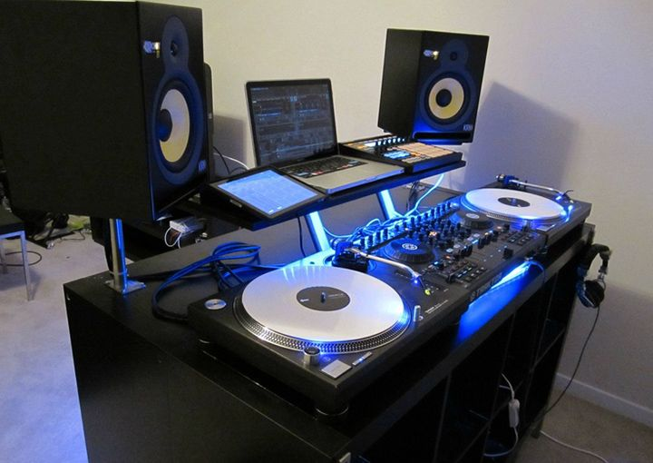 How to dj with a laptop and turntables dj booth stuff for House music finder
