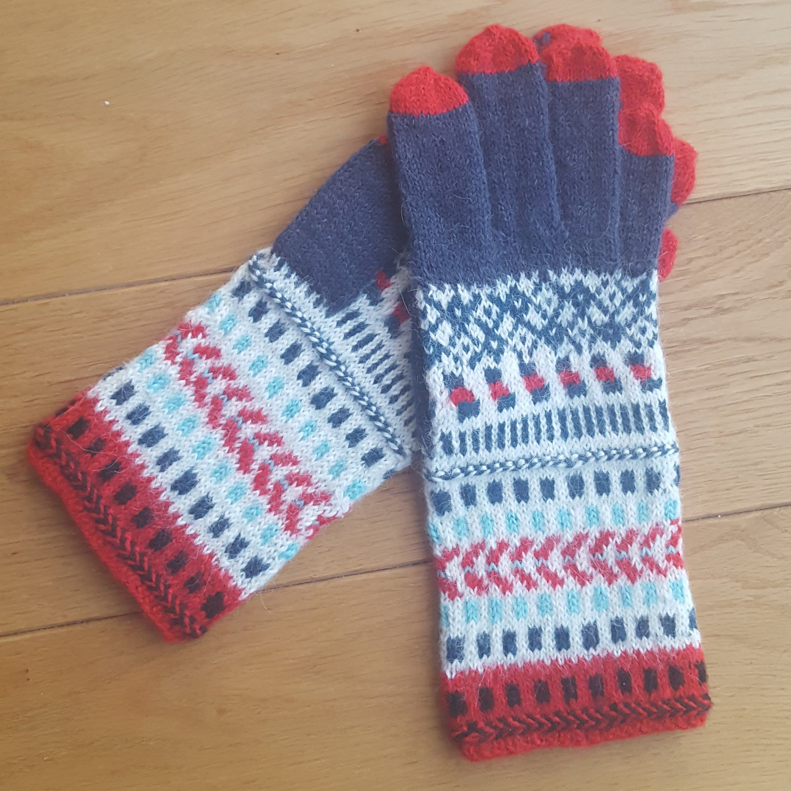 Hand knitted women gloves. Alpaca wool. Patterned gloves. White, blue, red. Hand knit gloves. Gift idea. Nordic mittens. Scandinavian | Hand Knitting gloves #     Knitting models are set to be in vogue before 2020. These braids will come across most of us next season.    Knitting is a women's favorite home hobby. That's why they love doing these things from where they live at home. By doing these things, they both r... #Alpaca #blue #gloves #Hand #knitted #Patterned #red #white #Women #Wool
