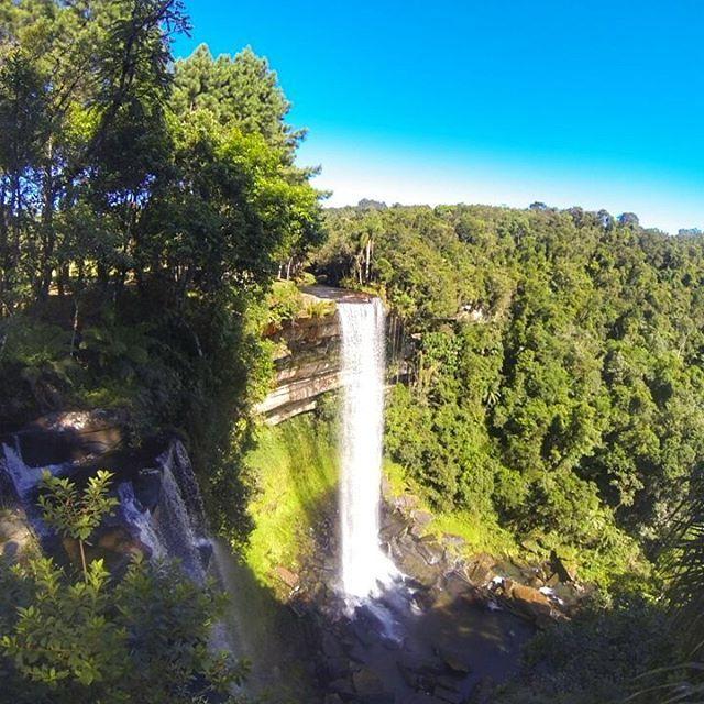 Cachoeira Paulista  Localizada em Doutor Pedrinho, na localidade de Capivari, a uns 12 km pela estrada de terra, você chega nesse local encantador, possui uma queda de 40 metros de água em meio a lindas paisagens naturais.
