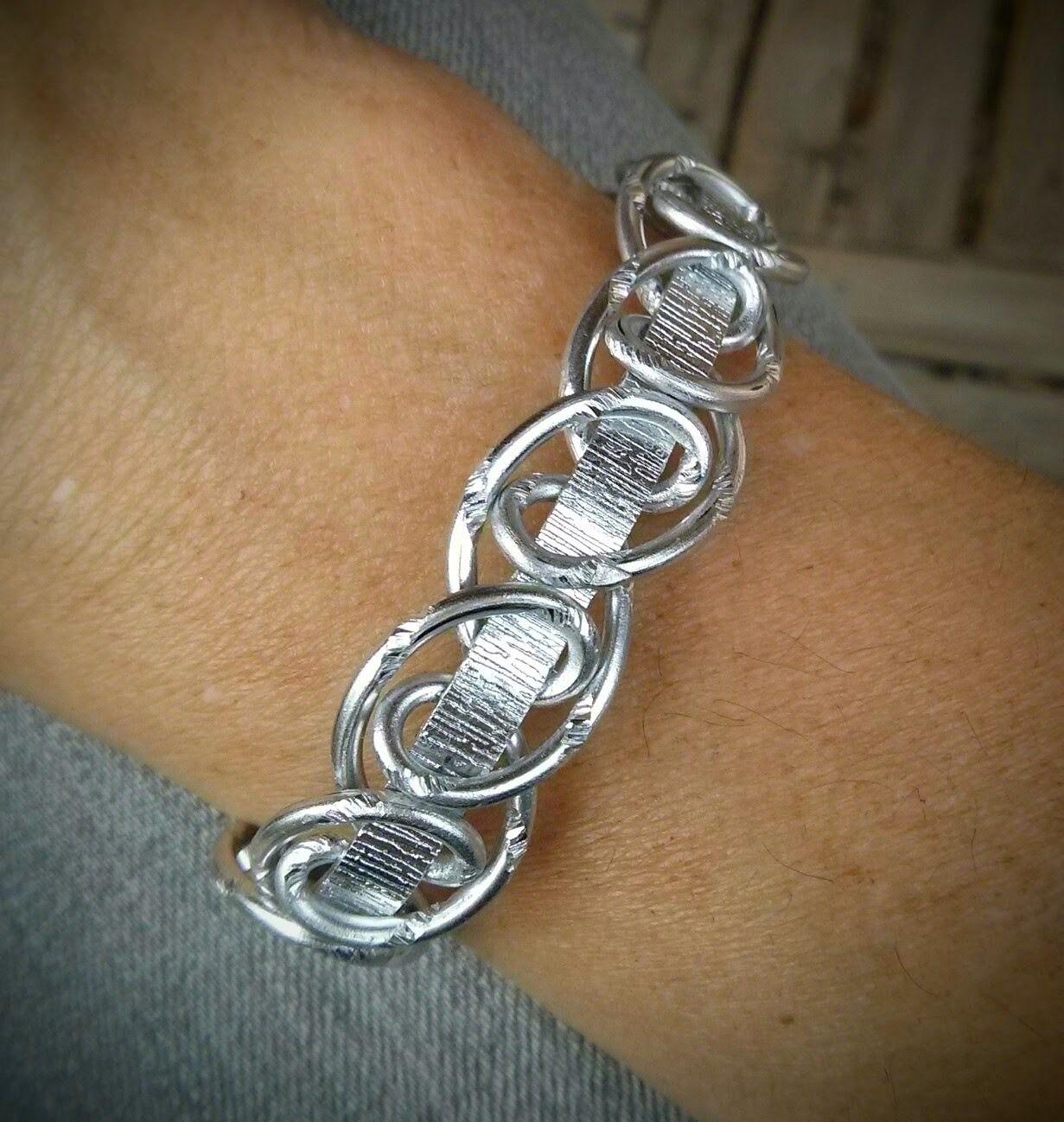 bracelet fil aluminium plat et boucles entrecrois es bijoux en aluminium pinterest. Black Bedroom Furniture Sets. Home Design Ideas