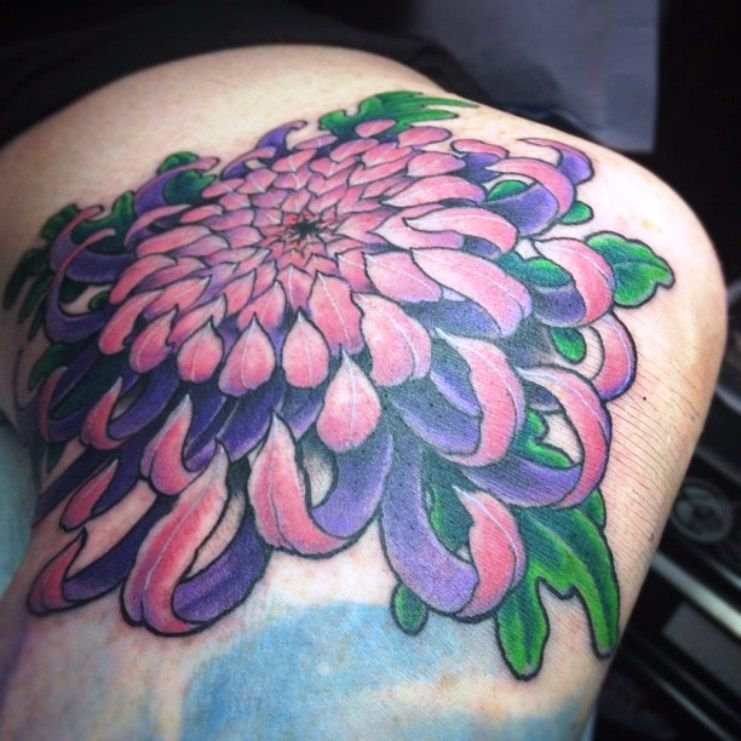Chrysanthemum Tattoo Color Meaning Chrysanthemum Tattoo Chrysanthemum Flower Tattoo Flower Tattoos