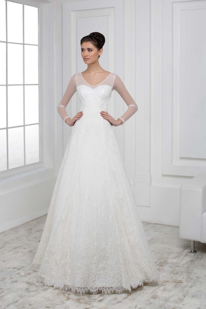 b6a73f46fb04 Jednoduché čipkované svadobné šaty s dlhým rukávom