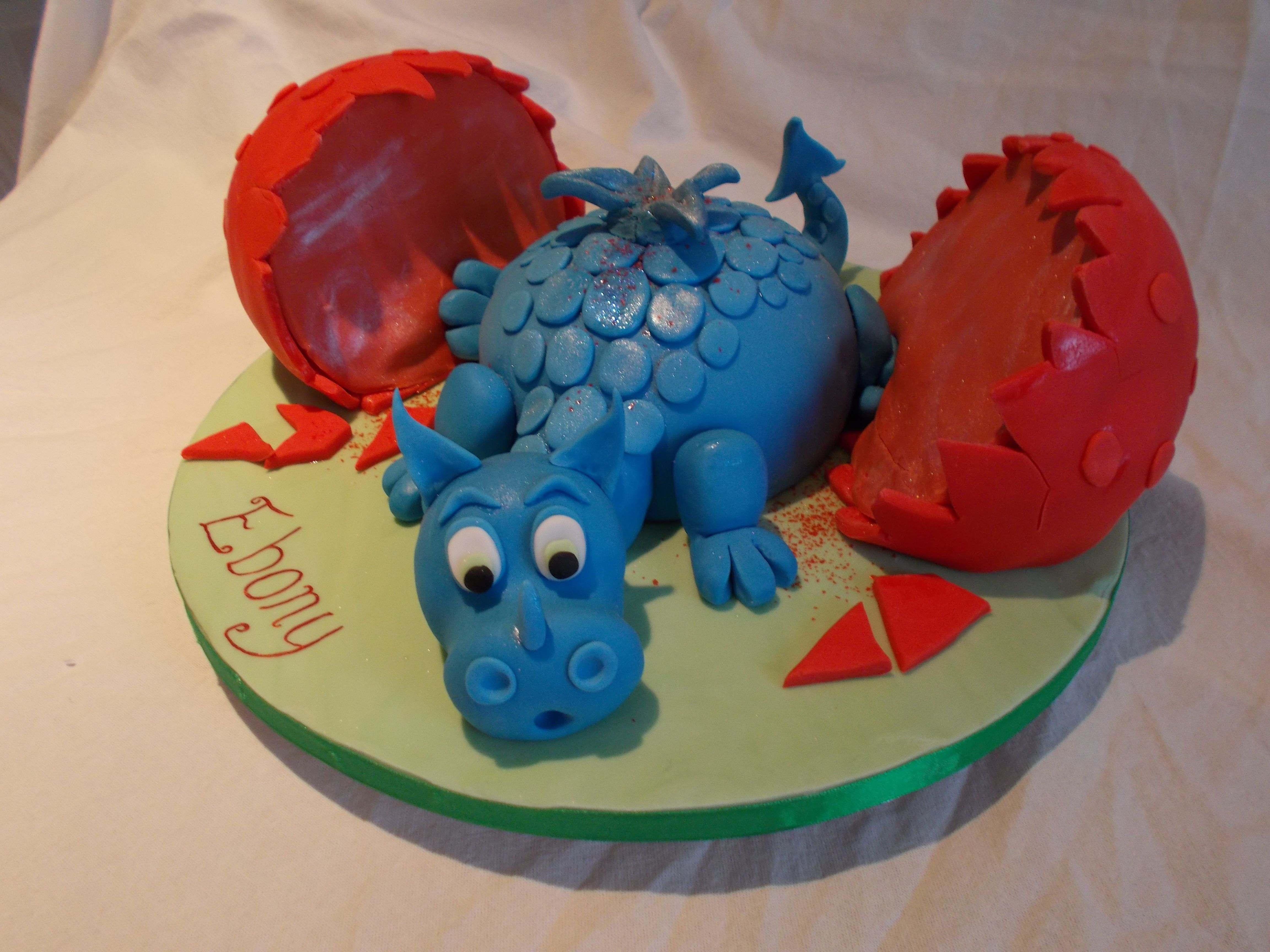 Baby dragon by Scrumptious Cakes Minehead