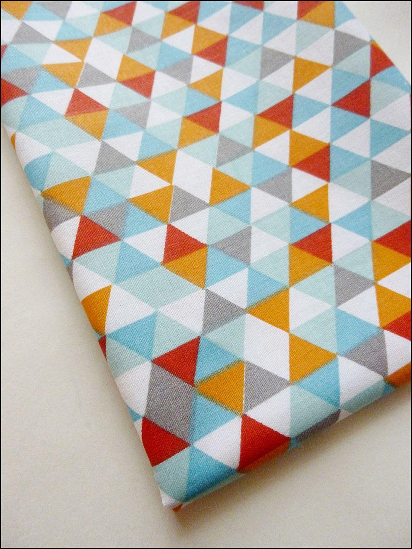 Coupon tissu coton viscose imprim fleurs 34 x 150 cm d co triangles et co - Tissu ameublement scandinave ...