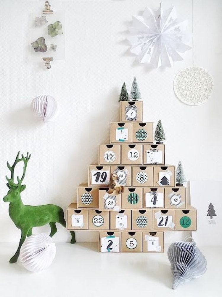 calendrier de l 39 avent fait maison en jetables objets r cup et emballages advent calendars. Black Bedroom Furniture Sets. Home Design Ideas