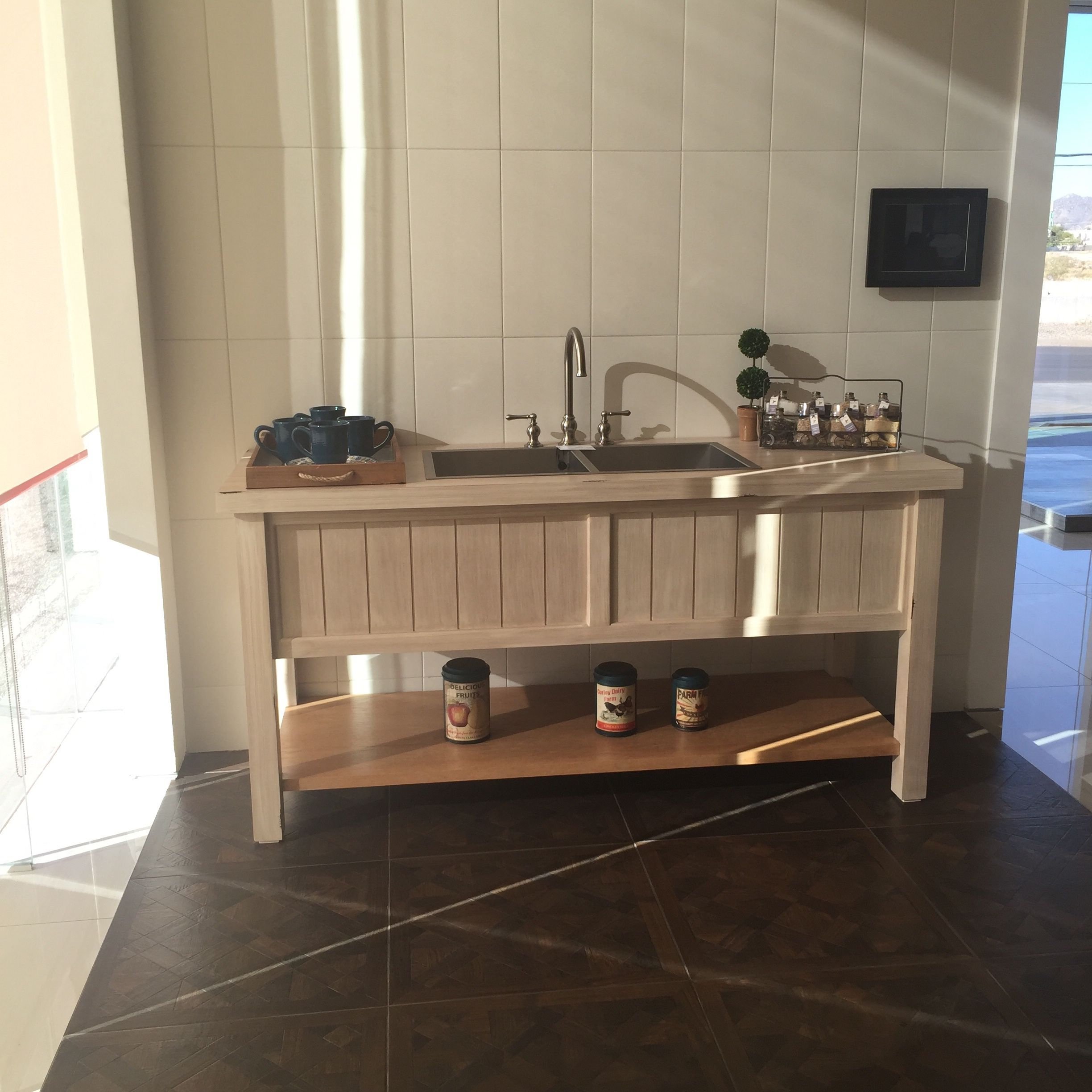 Azulejo capri piso provenzal tarja turin y llave praga for Mueble para tarja
