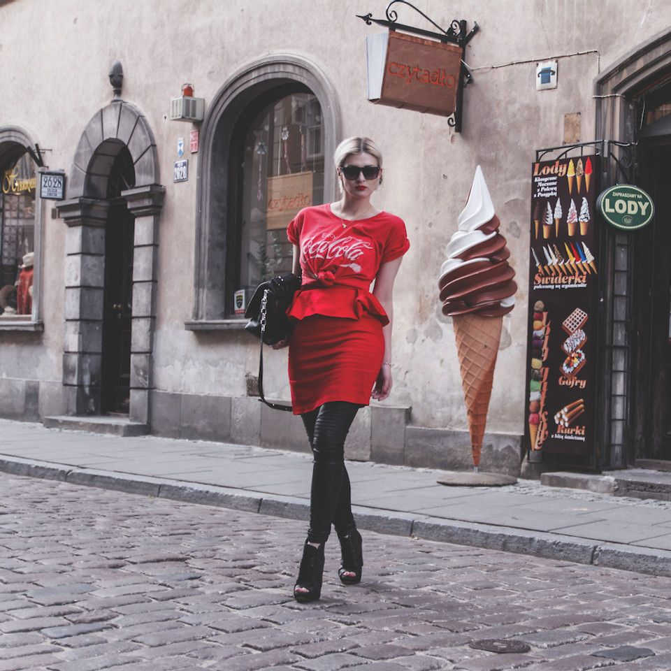 Wiktoria Celmer - Karl Lagerfeld Quilted Bag, C&A Coca Cola Tee - Coca-cola bottle shape   LOOKBOOK