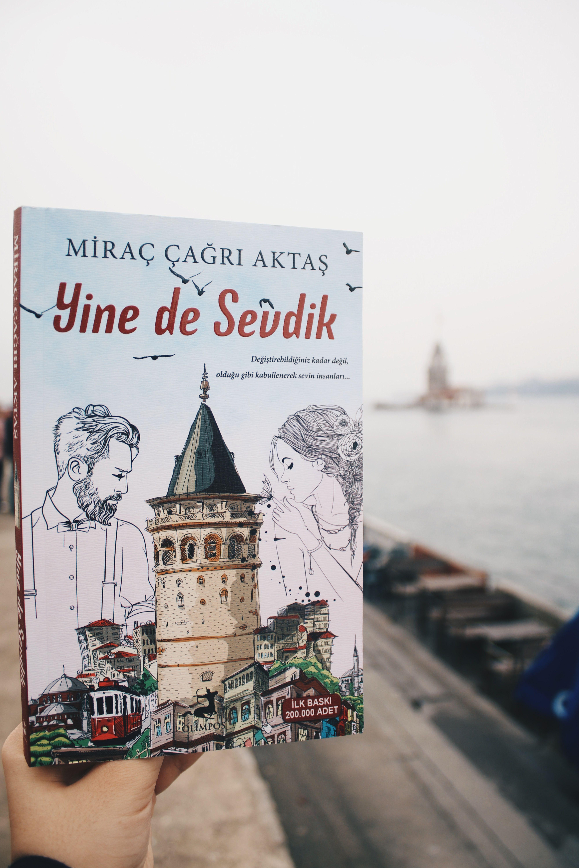 Yine De Sevdik Mirac Cagri Aktas 2018 Istanbul Kitap Sanatsal Fotograf Sanatsal
